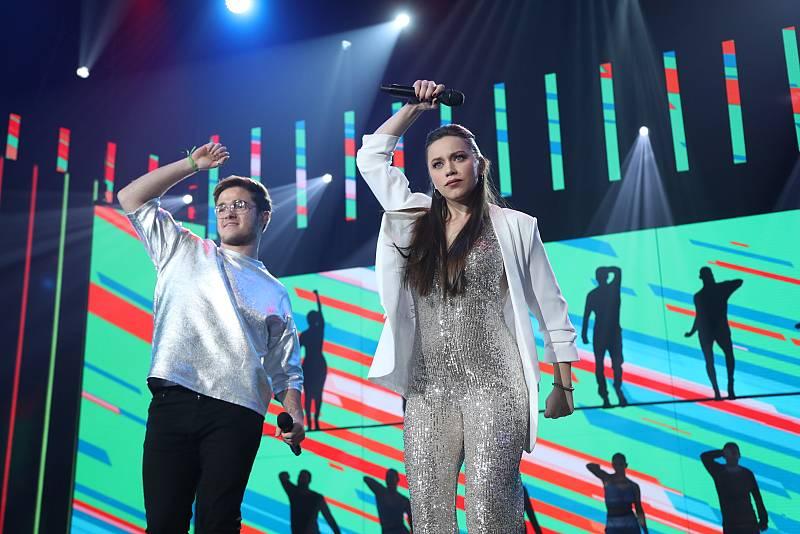 """Gèrard y Eva cantan """"The Locomotion"""", de Little Eva, en la Gala 6 de Operación Triunfo 2020"""