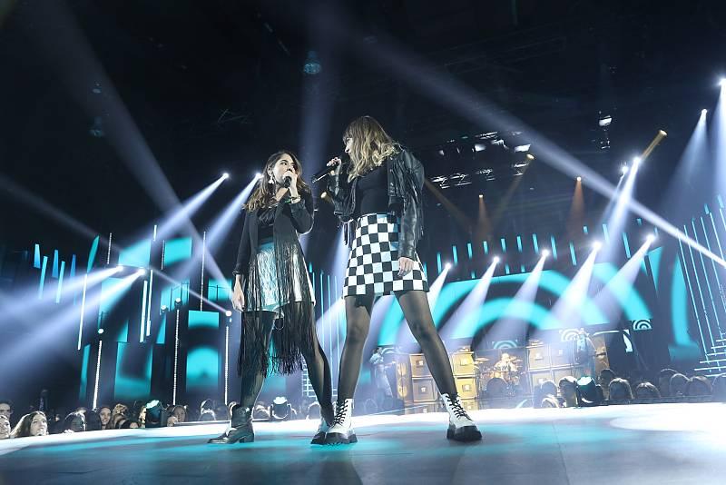 """Maialen y Anajú cantan """"Con altura"""", de Rosalía (v. Ginebras), en la Gala 6 de Operación Triunfo 2020"""