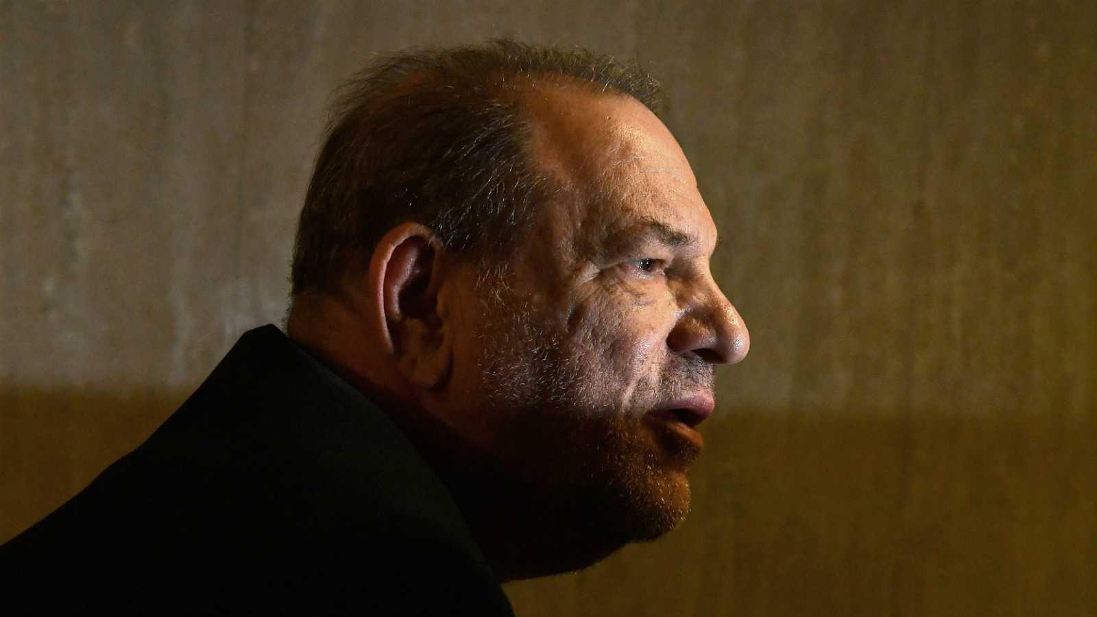 """Harvey Weinstein, ingresado por """"dolores de pecho"""" tras ser declarado culpable de agresión sexual por el jurado"""