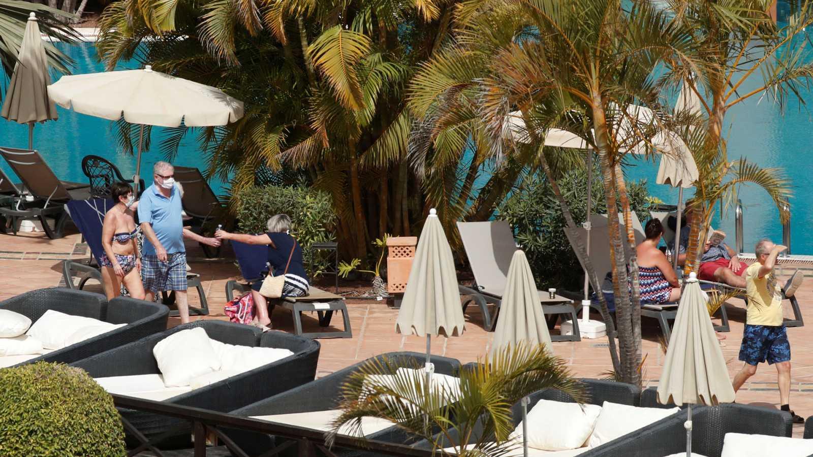 Así viven el aislamiento los huéspedes y trabajadores del hotel de Tenerife