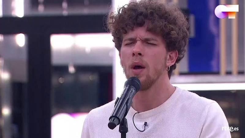 Jesús canta Sábado por la tarde, de Claudio Baglioni (en la versión de Sergio Dalma) en el primer pase de micros de la Gala 6 de Operación Triunfo 2020