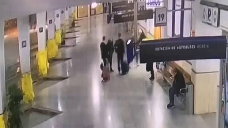 Los acusados de violar a tres hermanas de EE.UU. piden el archivo del caso tras un vídeo de la despedida entre ambos