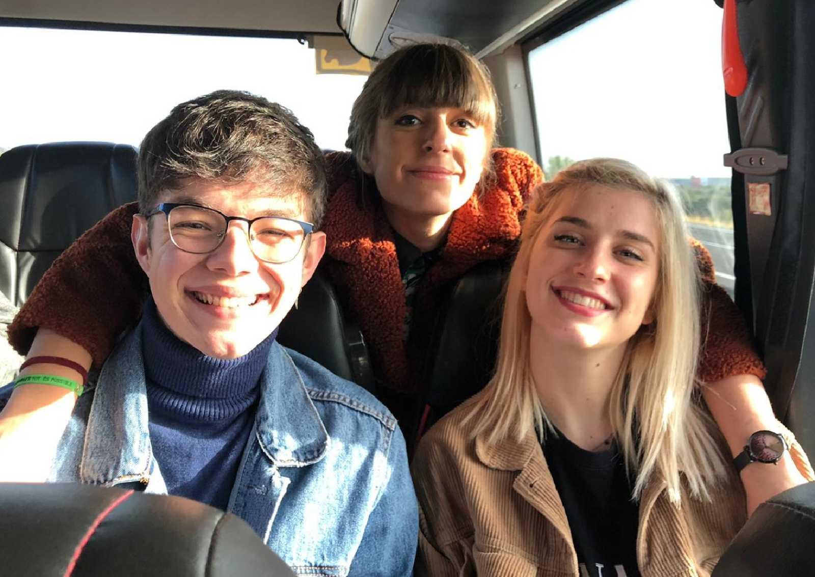 Samantha, Flavio y Maialen de camino a la firma de discos de Operación Triunfo en Valencia