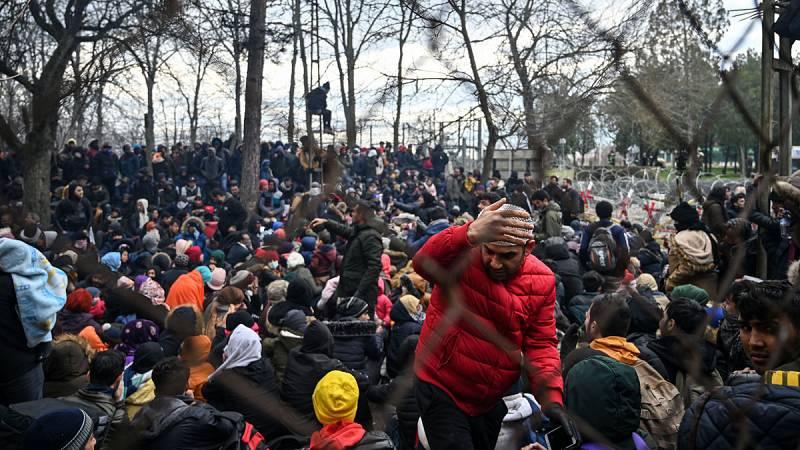 Grecia frena la entrada de más de 4.000 migrantes tras la amenaza de Turquía de abrir las fronteras