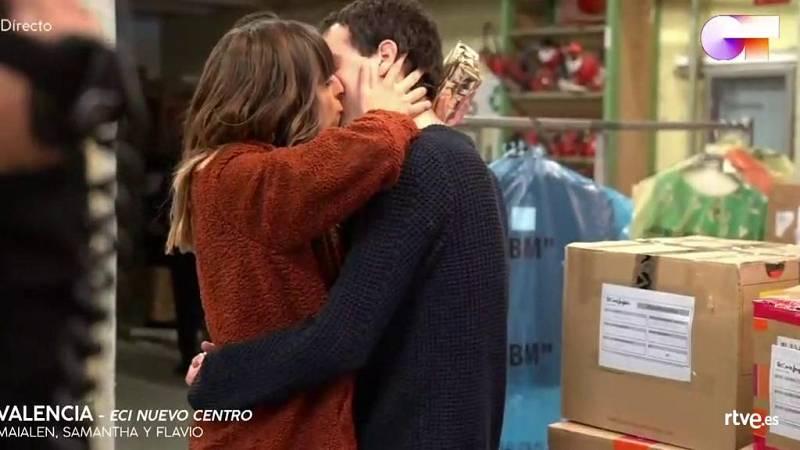Samantha, Flavio y Maialen se despiden del público y de sus familiares tras las firmas en Valencia
