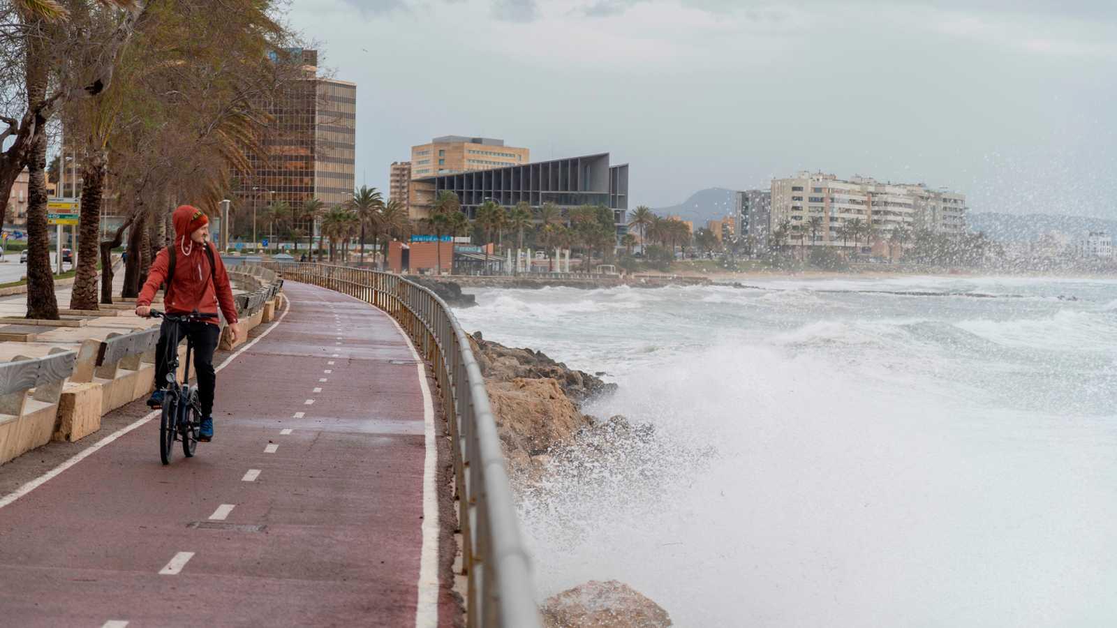 La borrasca Karine activa la alerta naranja en Baleares y el Puerto de Navacerrada