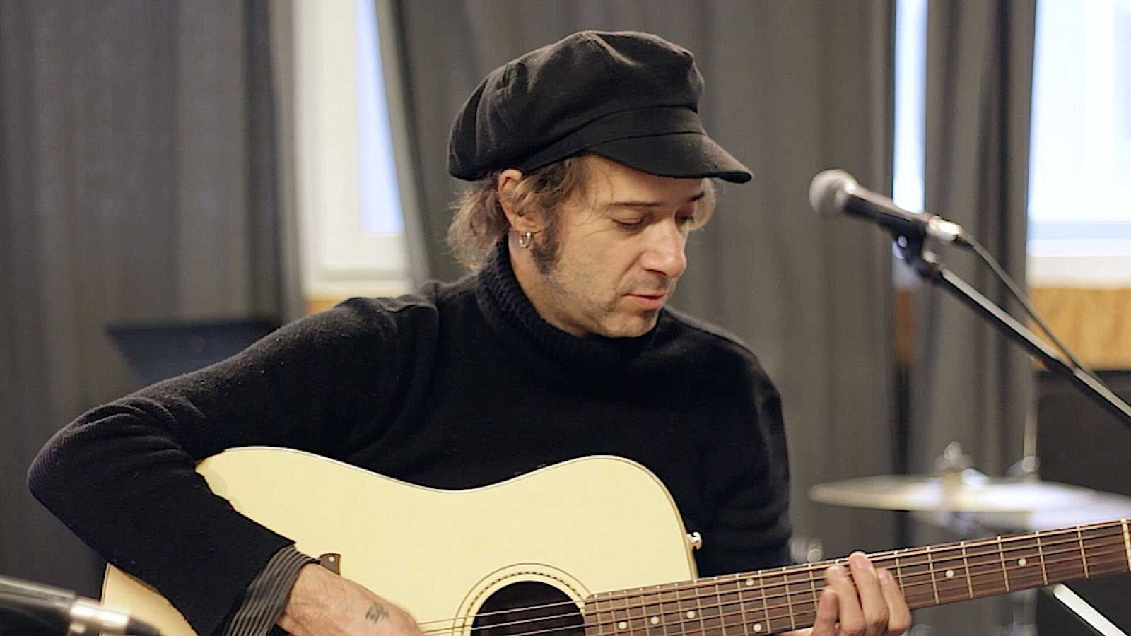 Backline - Álvaro Suite, la guitarra de Bunbury se estrena - Ver ahora