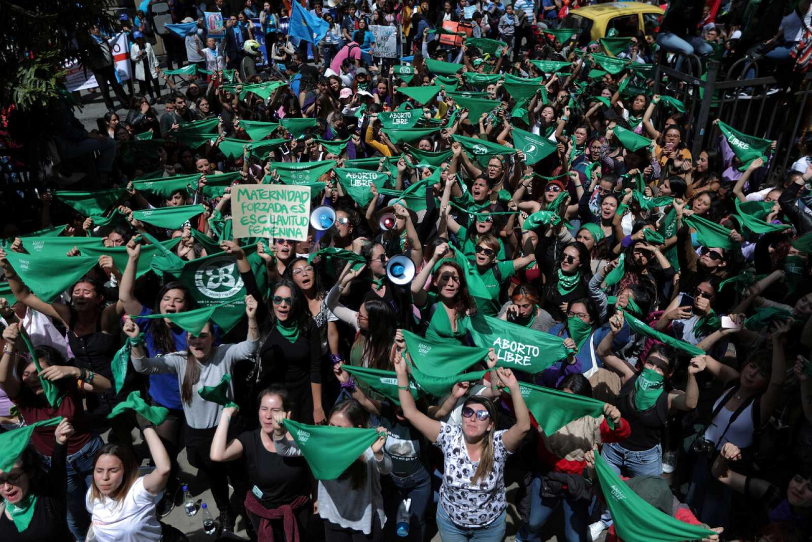 El Constitucional colombiano se inhibe y mantiene la ley del aborto sin cambios