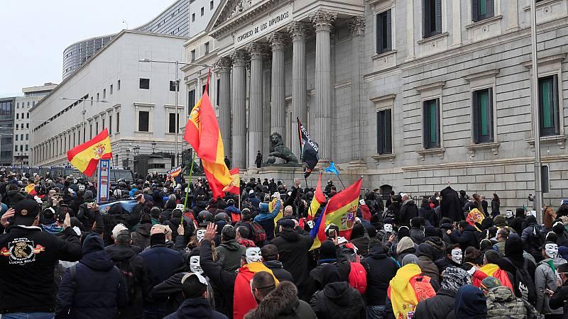 Tensión en la manifestación de policías y guardias civiles para pedir la equiparación salarial de todos los cuerpos