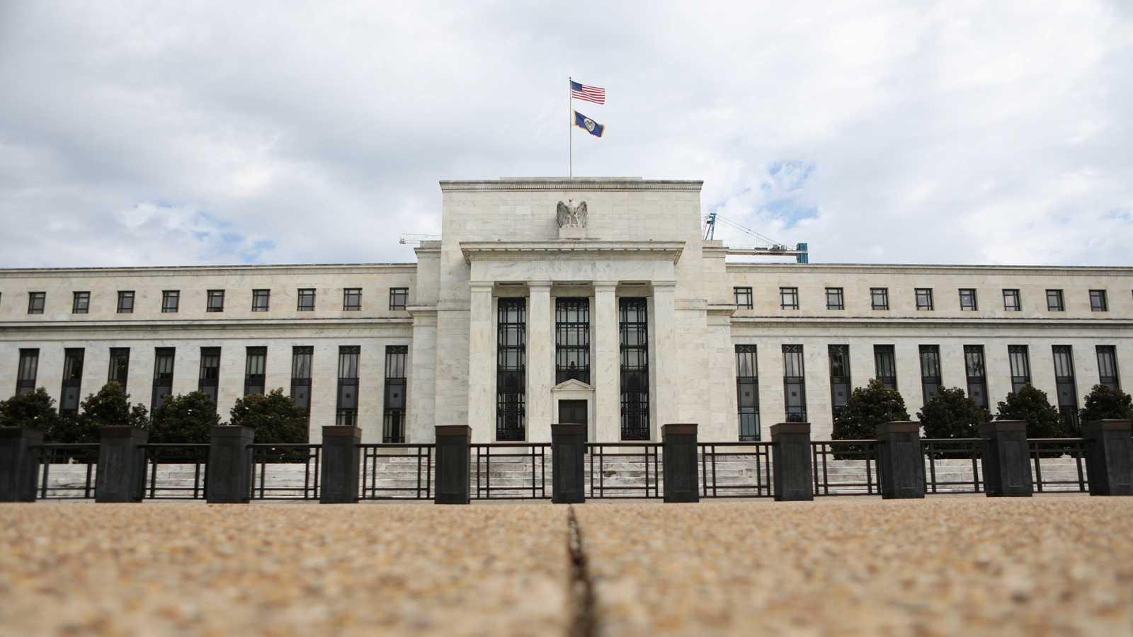 La Reserva Federal baja medio punto los tipos de interés en EE.UU. por el coronavirus