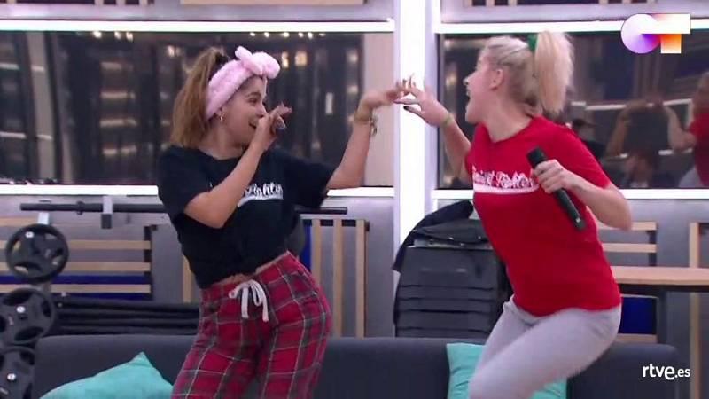 """Anajú y Samantha cantan """"Girls Just Wanna Have Fun"""", de Cindy Lauper, en el primer pase de micros de la Gala 8 de Operación Triunfo 2020"""