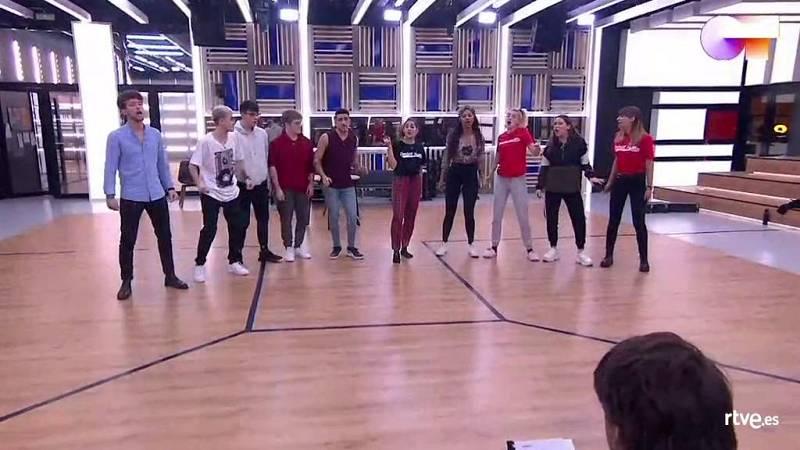 """OT 2020 canta """"No controles"""", de Olé Olé, en el primer pase de micros de la Gala 8 de Operación Triunfo 2020"""