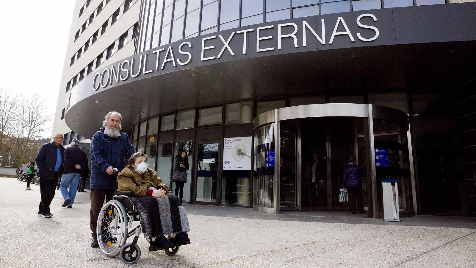 """El Ministerio de Sanidad mantiene de momento el escenario actual de contención en España por coronavirus, según ha afirmado el ministro, Salvador Illa, quien ha asegurado que España es """"capaz"""" de contener el virus """"si se siguen las medidas de las aut"""