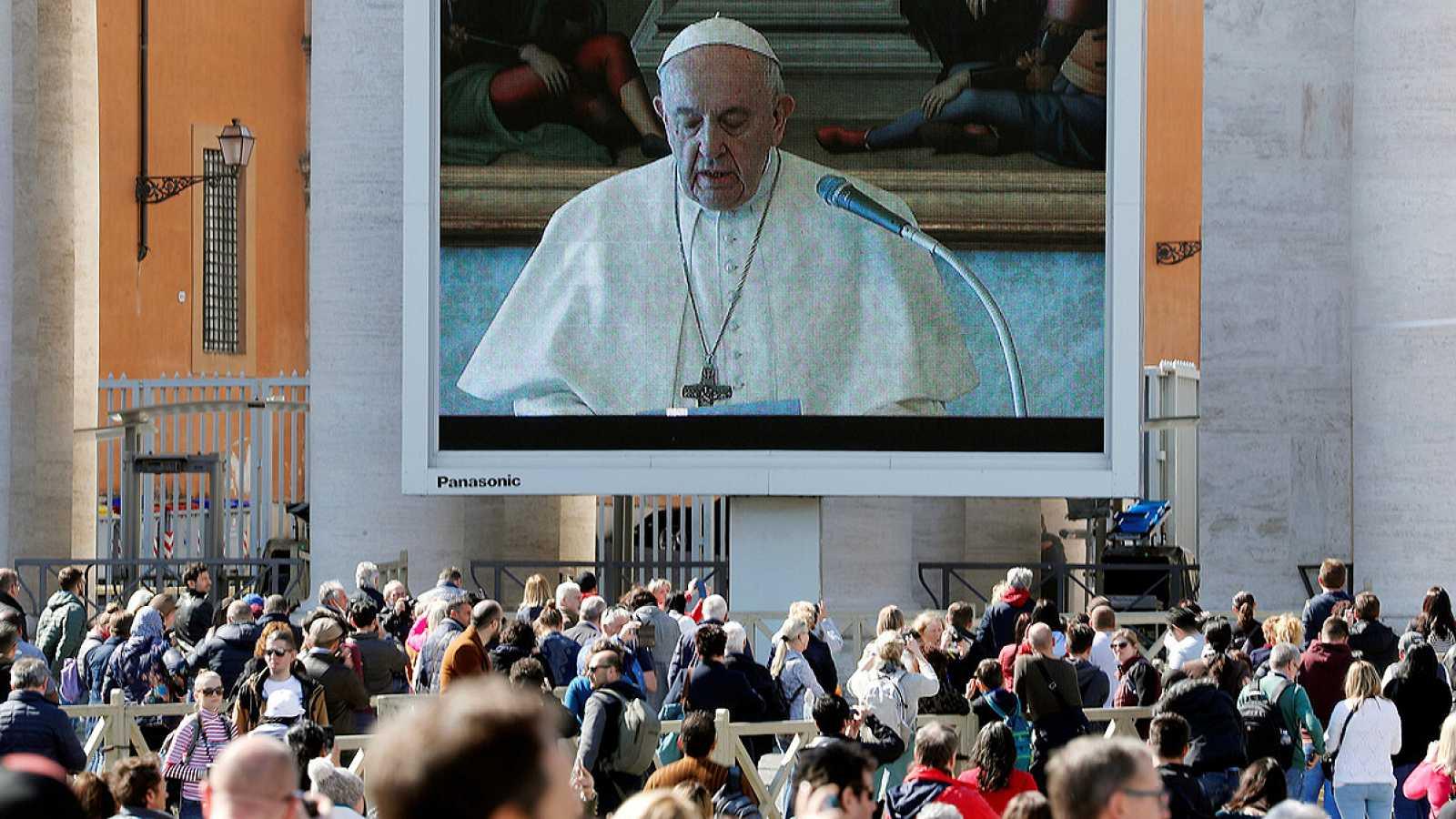 El papa celebra el rezo del Angelus por 'streaming' por el coronavirus