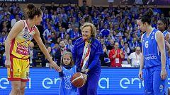 María Planas, protagonista de un homenaje intergeneracional a las baloncestistas antes de la final