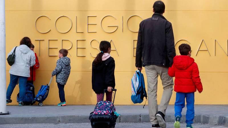 Los padres afectados por el cierre de los colegios tendrán que negociar con sus empresas