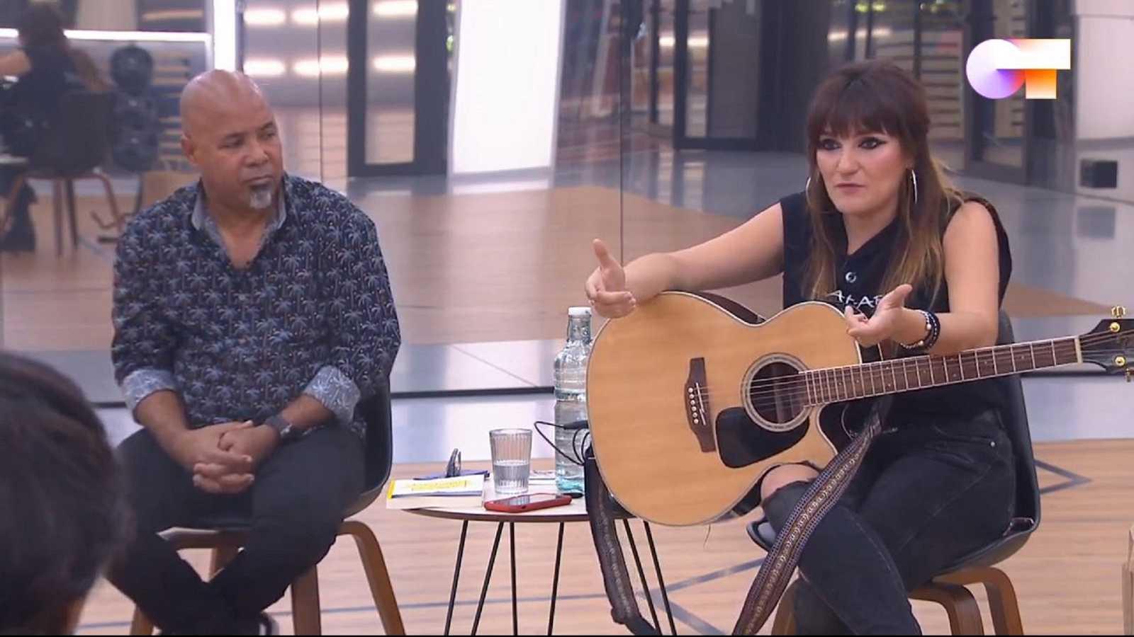 La cantautora Rozalén y el escritor y repentista Alexis Díaz-Pimienta dan una clase de composición en OT 2020