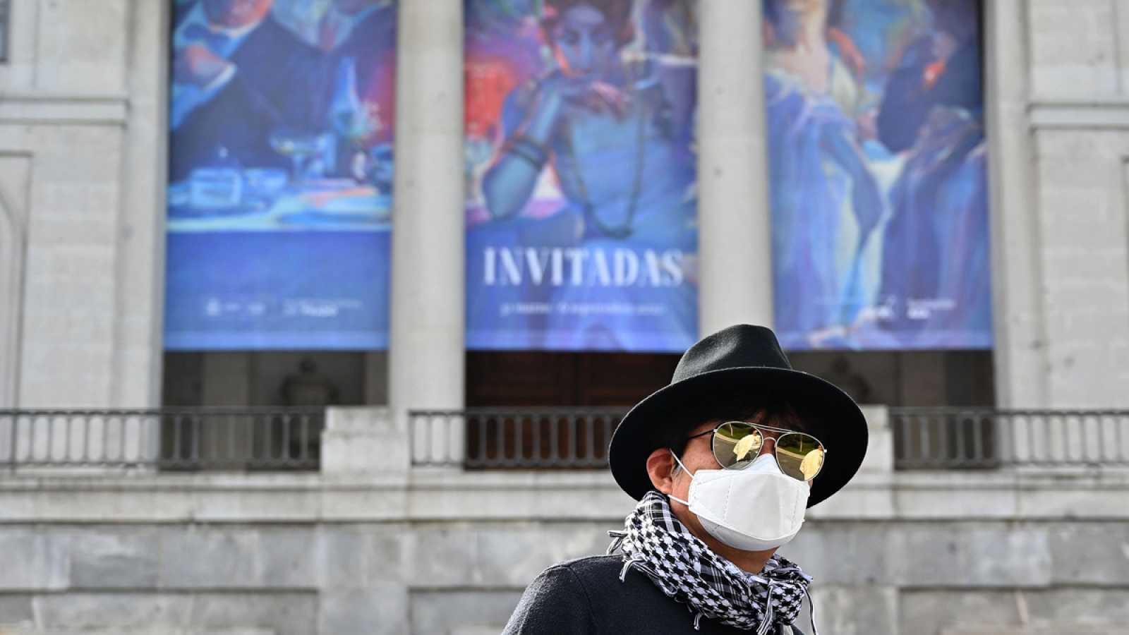 Turistas en un Madrid sin museos por el coronavirus