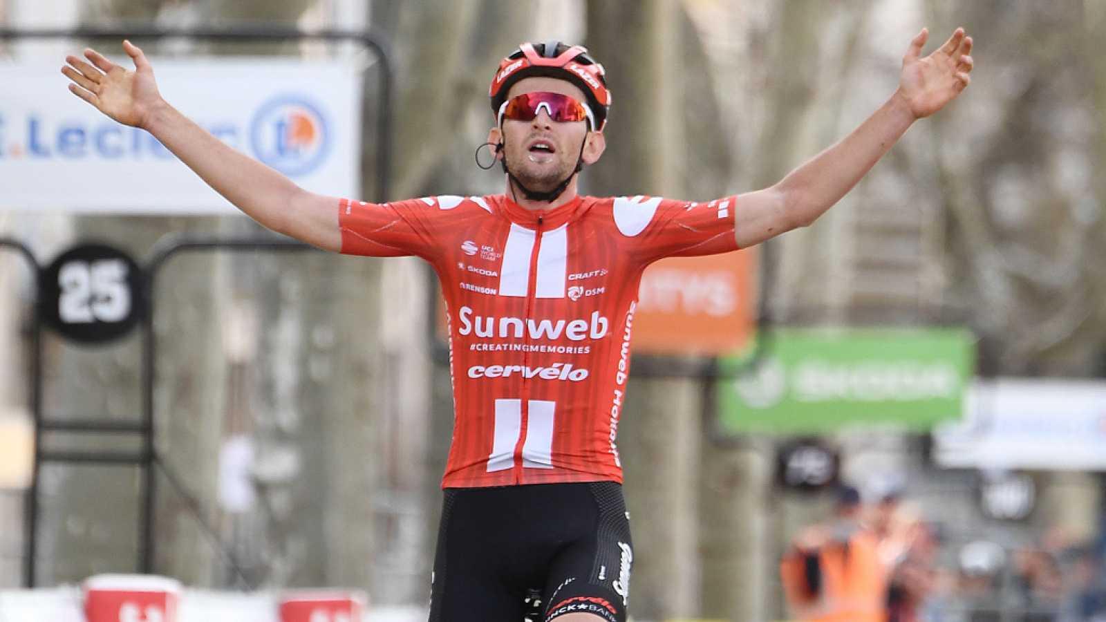 Tiesj Benoot culmina su aventura en solitario en la penúltima etapa de la París-Niza
