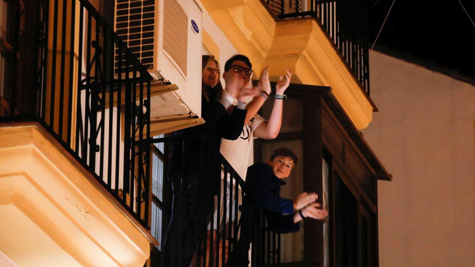 Aplausos en los balcones