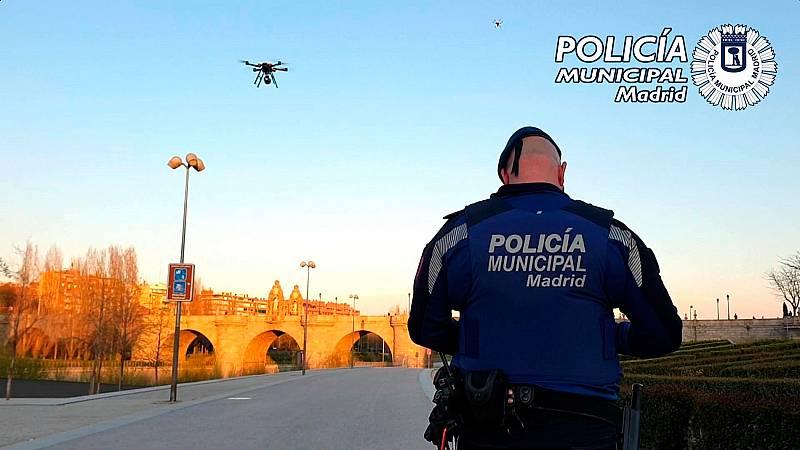 La policía municipal de Madrid utiliza drones para instar a los vecinos a quedarse en casa