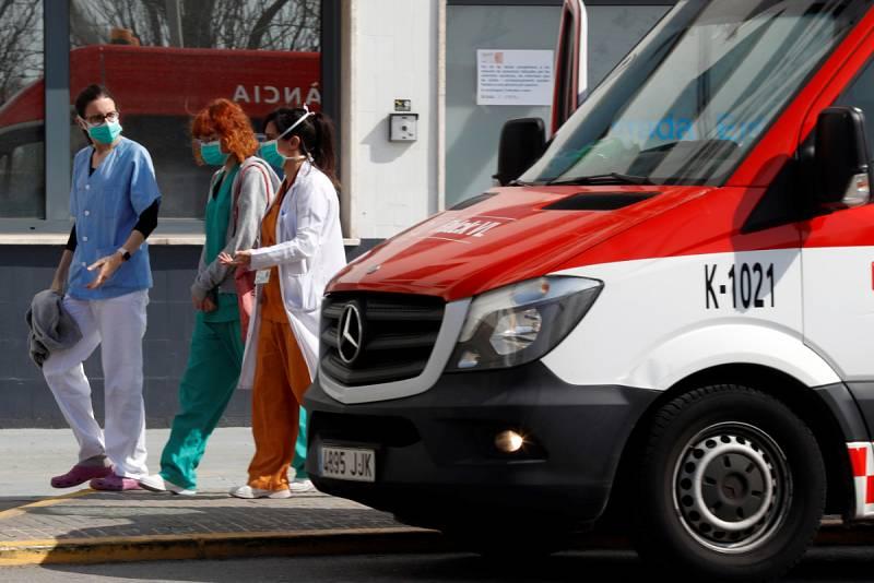 Más de 1.000 personas con coronavirus han sido ingresados en la UCI en España