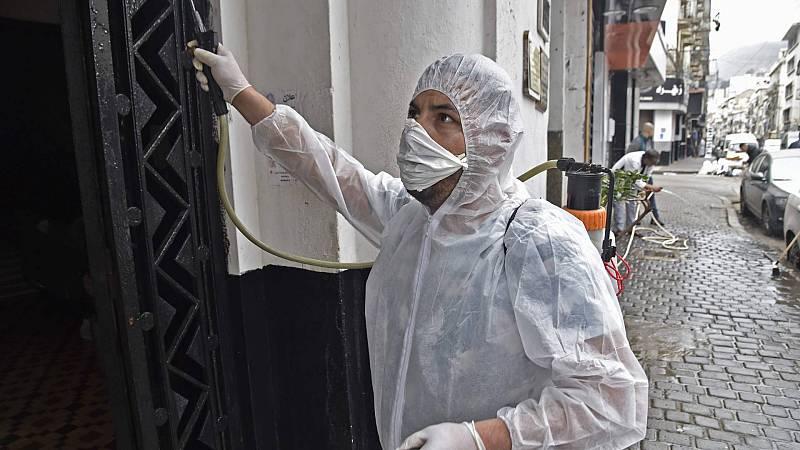 El coronavirus está activo hasta 24 horas en materiales como el cartón y tres días en el plástico