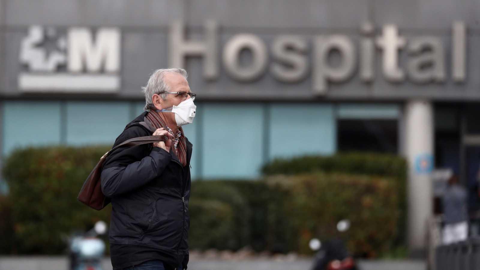 """Sanidad admite que algunas UCI está en situación """"límite"""" por el coronavirus"""