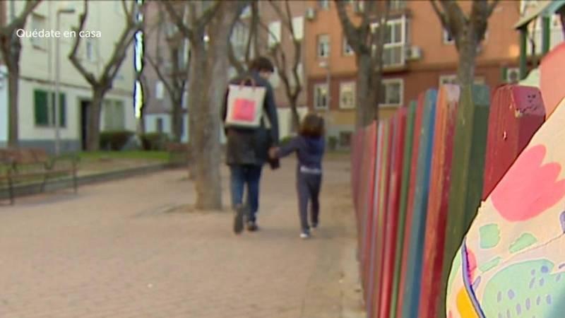 Las madres solteras y separadas se enfrentan al doble desafío de trabajar desde casa y cuidar de sus hijos
