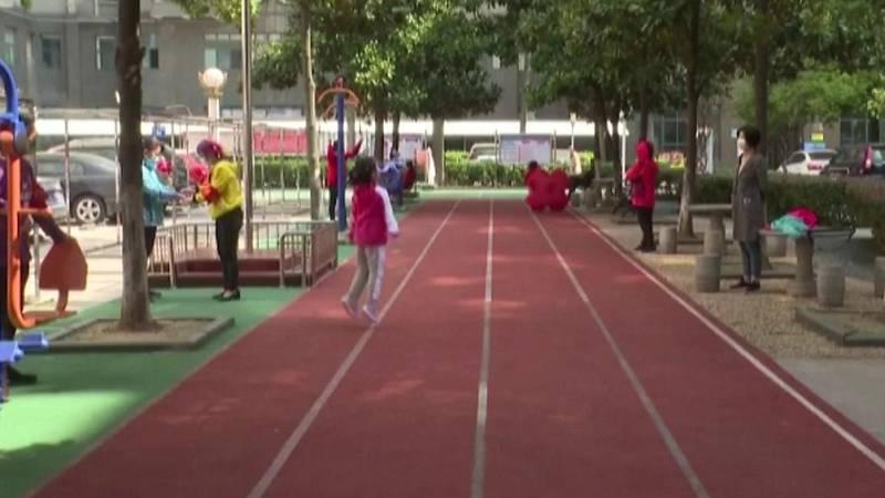 Vídeo: En Wuhan comienzan a salir a calle tras dos meses aislados por el coronavirus