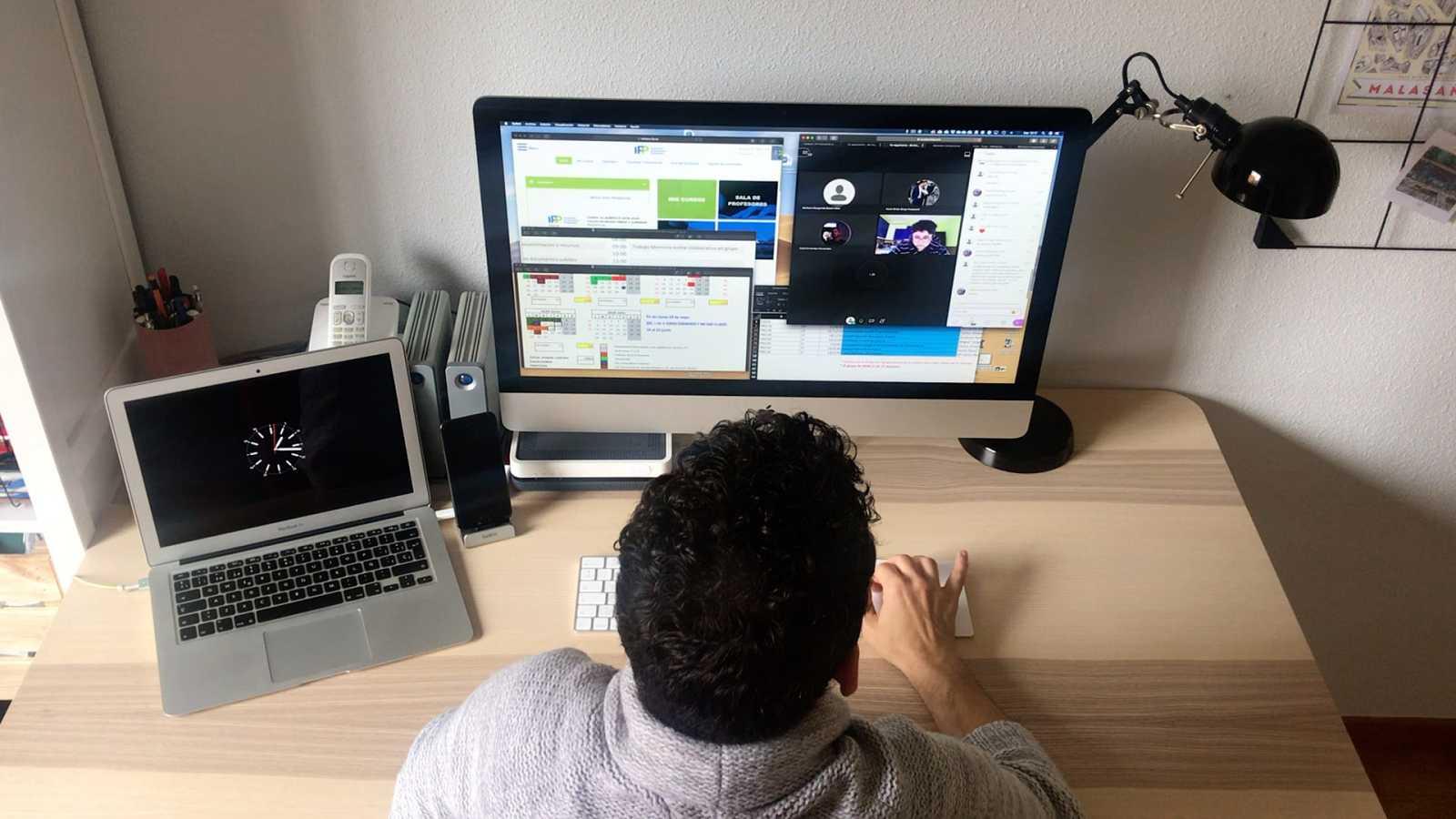 Clases por videoconferencia, el reto tecnológico que supone el confinamiento para el sector académico