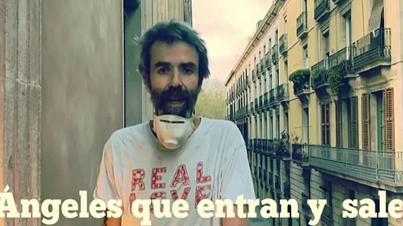 Pau Donés dedica a los profesionales sanitarios una canción desde su balcón