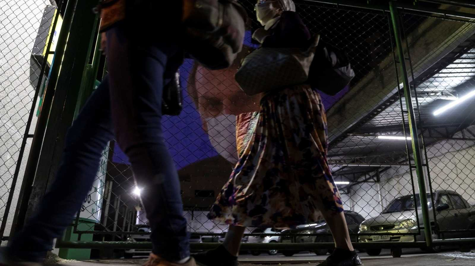Los presidentes de Brasil y México mantienen su rechazo al confinamiento frente al coronavirus