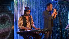 "Parking Karaoke - Ismael Serrano canta ""Suavemente"""