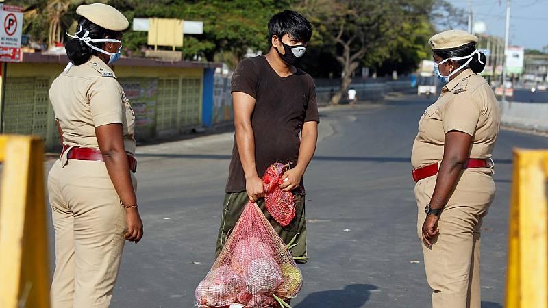Primer día de confinamiento en la India: ciudades desiertas y temor por el impacto económico
