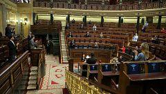 Batet interrumpe el pleno para el aplauso del Congreso a los diputados
