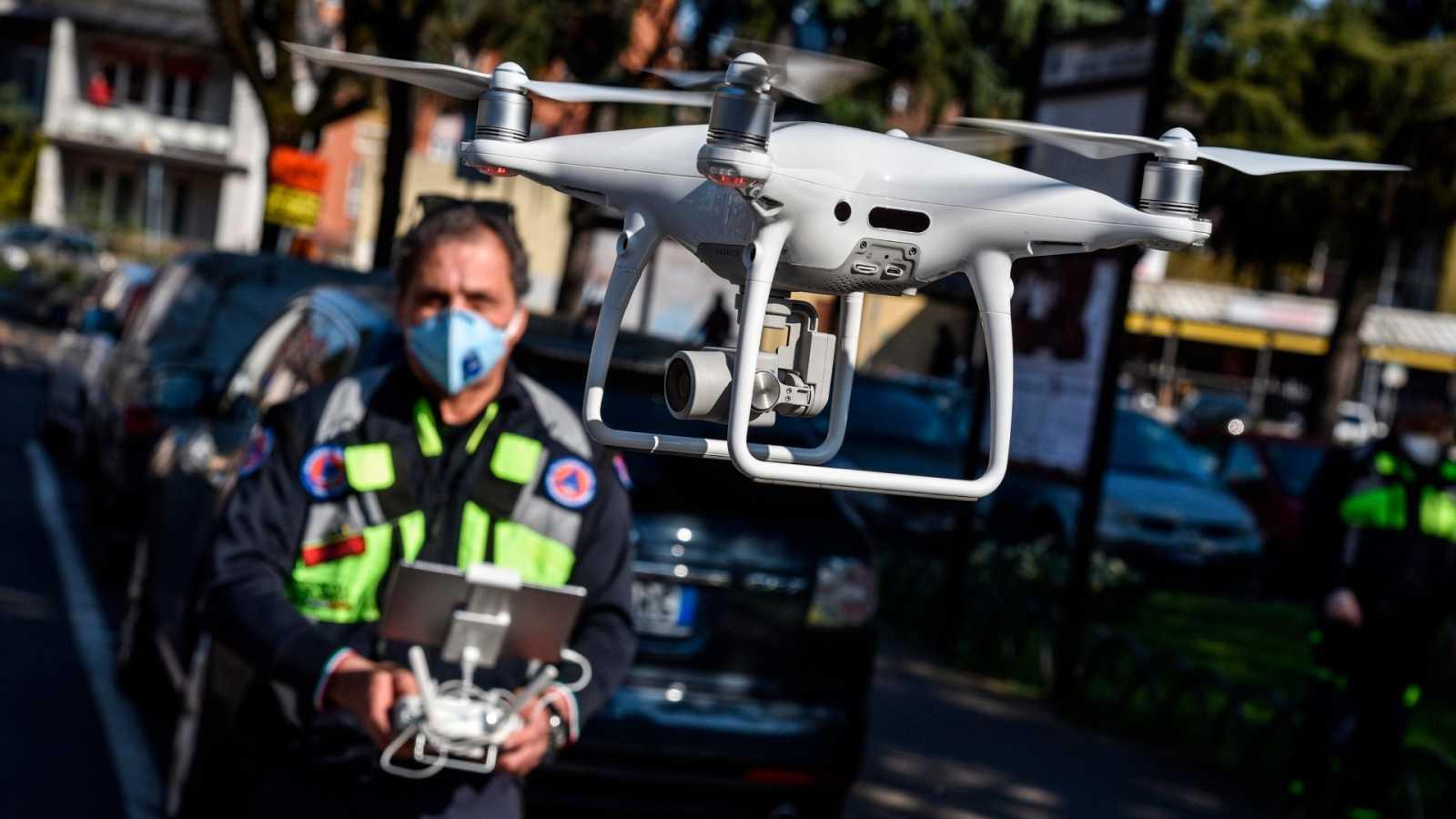 Indonesia saca partido a los drones para desinfectar la capital