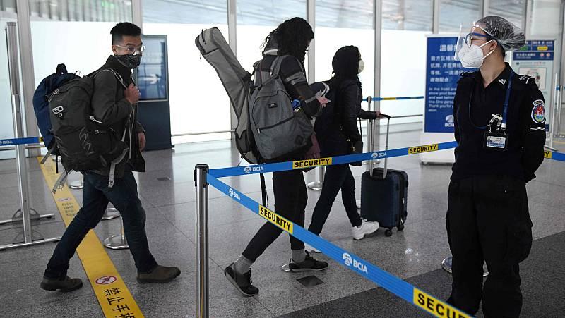 Vídeo: China prohíbe la entrada de extranjeros en el país por el coronavirus