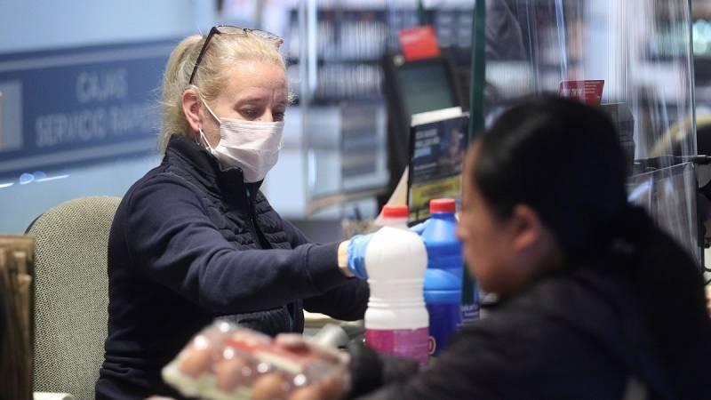 Los trabajadores de supermercados piden que se respete la distancia de seguridad durante las compras