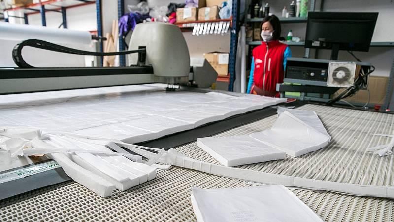 Muchas empresas reorientan su producción a fabricar material sanitario por el coronavirus