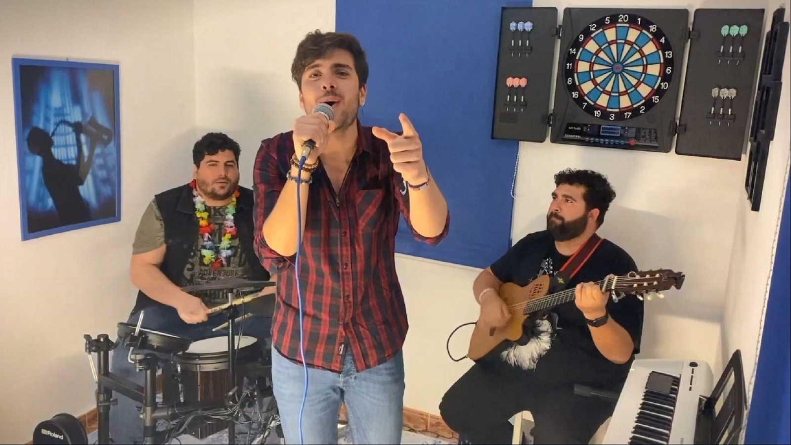 Concierto de Javy Ramírez desde su casa acompañado de sus dos hermanos