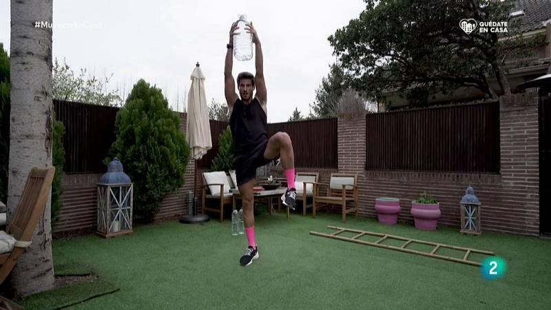 Muévete en casa - ¡Trabaja hombros, brazos, espalda y piernas con un circuito intenso!