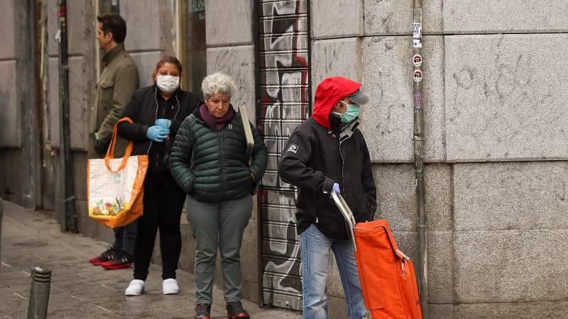 Los expertos advierten de que el uso de mascarillas puede aumentar el riesgo de contagio por no saber usarlas
