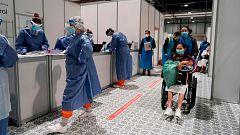 El descenso de ingresos hospitalarios por coronavirus da un respiro a los sanitarios, que celebran cada día más altas