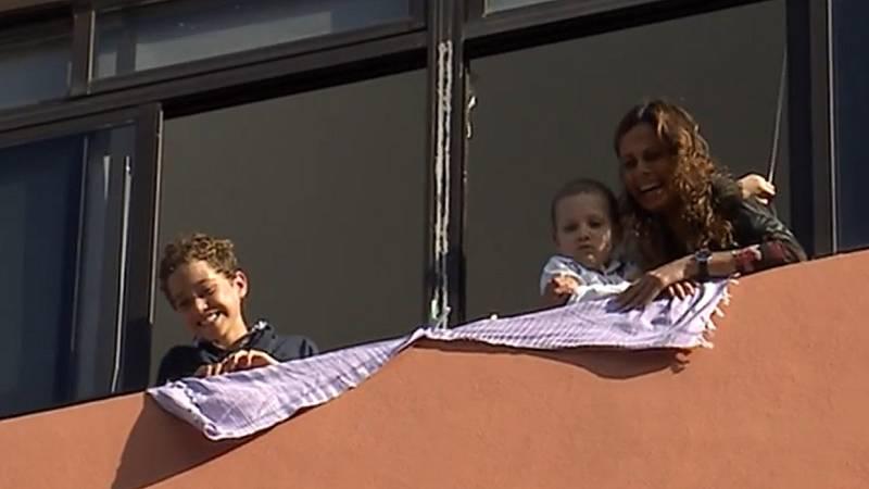 La Policía felicita el cumpleaños a Marcos, un niño de cinco años que padece cáncer