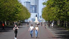 En Italia comienza a dar frutos el confinamiento mientras en Londres y París salen a pasear