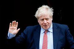 """Boris Johnson ingresa en un hospital por """"precaución"""" ante los """"síntomas persistentes"""" del coronavirus"""