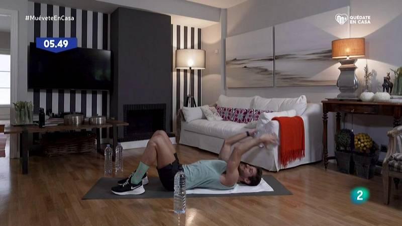 Muévete en casa - ¡Fortalece hombros, tríceps y pecho!