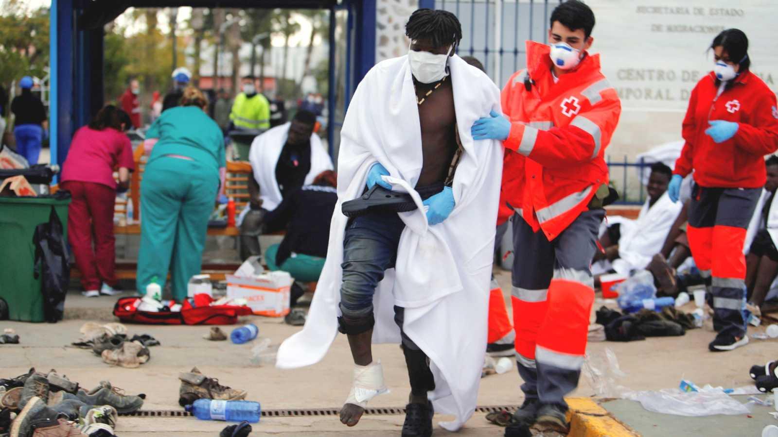 Un total de 53 inmigrantes logran acceder a Melilla en un salto a la valla de unas 260 personas