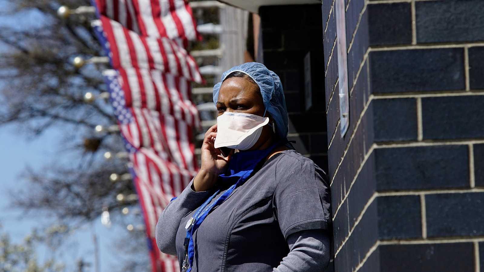 """Coronavirus en EE.UU.: Nueva York plantea """"entierros temporales"""" en parques ante las morgues desbordadas"""
